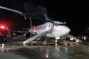 Пассажиров самолета в Анталии эвакуировали из-за пожара