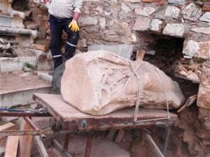 Античная статуя обнаружена при раскопках в Измире