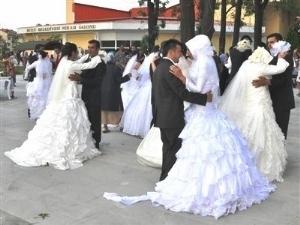 Турецкий фонд организует массовые свадебные церемонии за границей