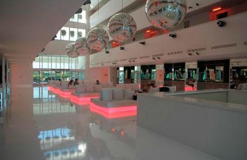 Дизайнерский отель Hillside Su на пляже в турецкой Анталье.